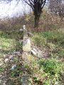 Zniszczone ogrodzenie pomnika